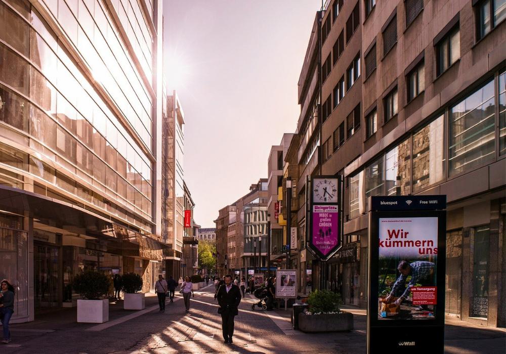 affichage-dynamique-publicite-rue